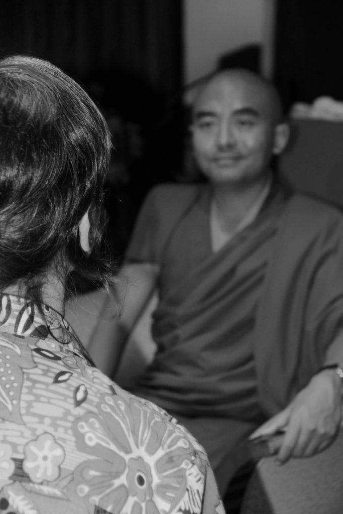 Yongey Mingyur Rinpoche durante entrevista com Stela Tredice.